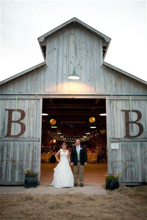 barn wedding venues planning barn weddings tips facts that ll keep you up