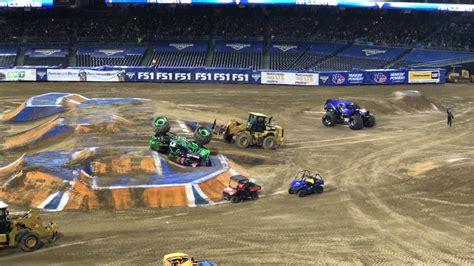 monster truck jam san monster jam trucks san diego 1 21 2017 grave digger vs fs1