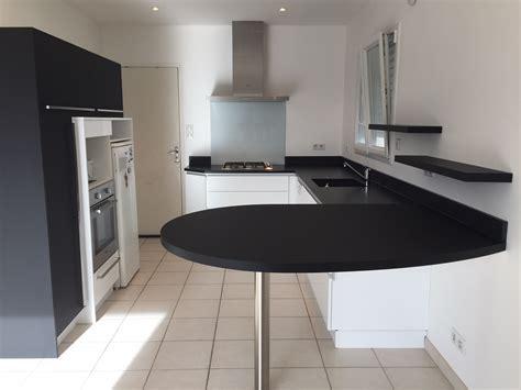 cuisine avec table à manger meuble cuisine avec table integree maison design bahbe com
