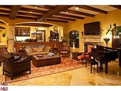 Brad Garrett Malibu Home-Living Room | Home, Tuscan house ...