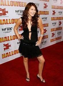 Danielle Harris as Annie Brackett, Scout Taylor-Compton as ...