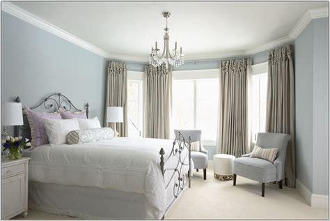 va dans ta chambre ajouter des fauteuils dans ta chambre à coucher décor