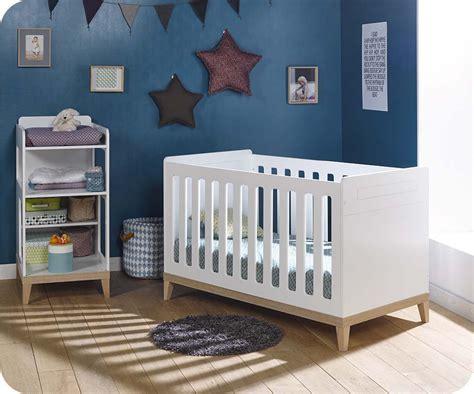 chambre bebe bois blanc lit bébé évolutif riga blanc et bois avec table à langer