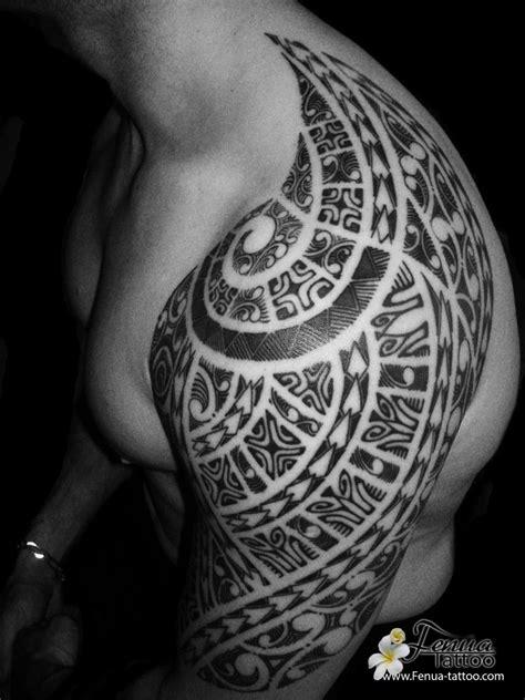 Photo De Tatouage Polynésien Tribal Maorie Sur épaule