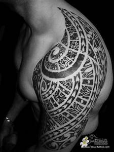 Tatouage Tribal Maorie : photo de tatouage polyn sien tribal maorie sur paule ~ Melissatoandfro.com Idées de Décoration