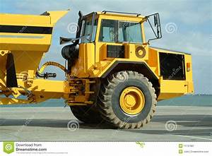 Video De Camion De Chantier : grand camion de dumper dans le chantier de construction image stock image du dumper fret ~ Medecine-chirurgie-esthetiques.com Avis de Voitures