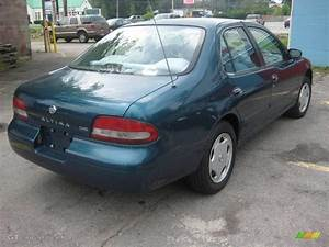 1995 Green Nissan Altima Gxe  15012102 Photo  2