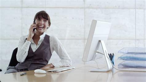 femme bureau femme d 39 affaires téléphoner bureau business 4k