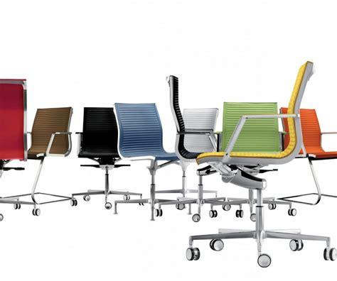 chaises de bureau design nulite chaise design en cuir de bureau pied fixe pivotant