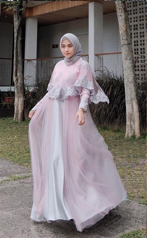 Ya, kalian tepat sekali mampir ke sini kami akan rekomendasikan banyak model baju batik atasan hijab. Foto Model Baju Pesta Ibu Hamil Hijab   Modernhijab77