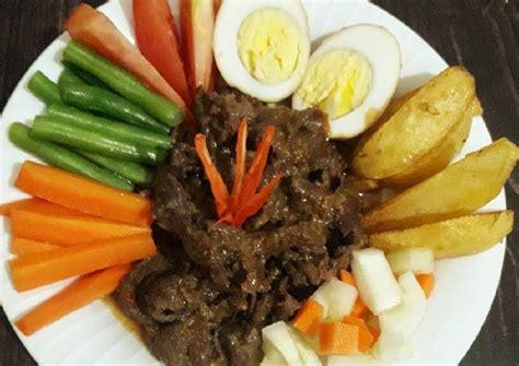 Di indonesia sendiri, galantin ini biasanya ditemui pada hidangan selat solo yang merupakan makanan khas kota solo. Resep Selat solo oleh Mama AL (Putri Rahayu) - Cookpad