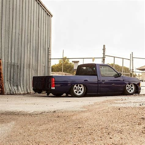 stanced nissan hardbody who 39 s down with mini trucks d21 hardbody nissan