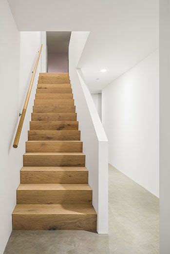 simple staircase design possibly achieve  adapting