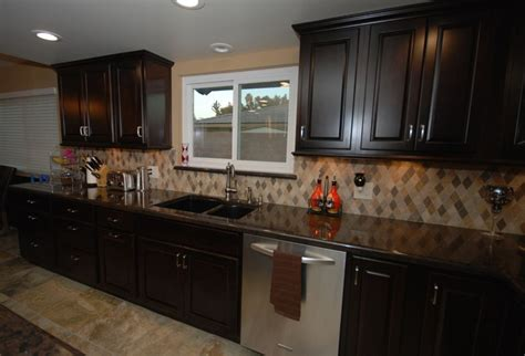 kitchens with cabinets and countertops 25 best images about kitchen backsplash on 9854