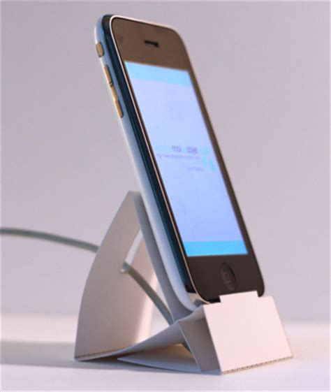 Diy Printandfold Iphone And Ipod Touch Dock Looks Great