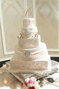 25+ Best Ideas about Ivory Square Wedding Cakes on ...