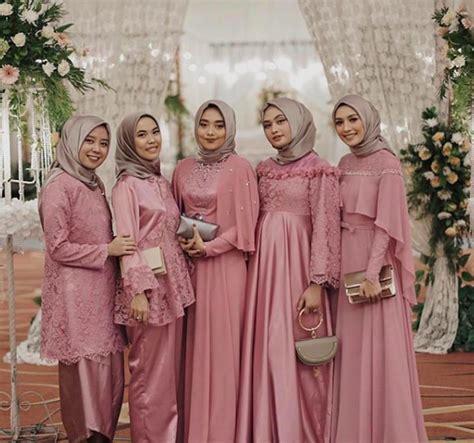 Apalagi jika yang punya acara pernikahan tersebut adalah kerabat dekat, teman. 5 Tips Memberi Seragam untuk Bridesmaids - Seputar Pernikahan
