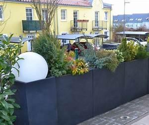 Pflanzen Kübel Beton : pflanzk bel blumenk bel aus fiberglas in anthrazit als sichtschutz auf terrasse dekoration mit ~ Sanjose-hotels-ca.com Haus und Dekorationen