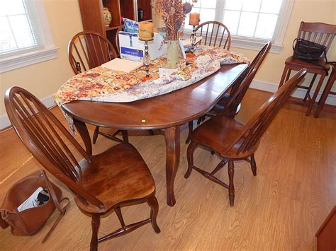 early american dining room table  decor ideas