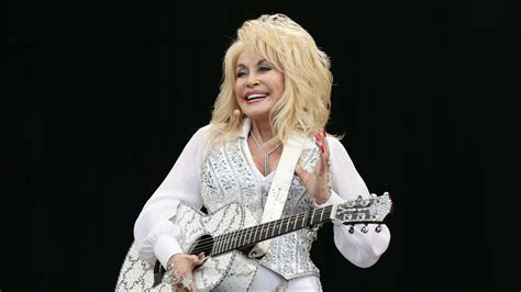 Dolly Parton credited with helping Moderna vaccine after ...