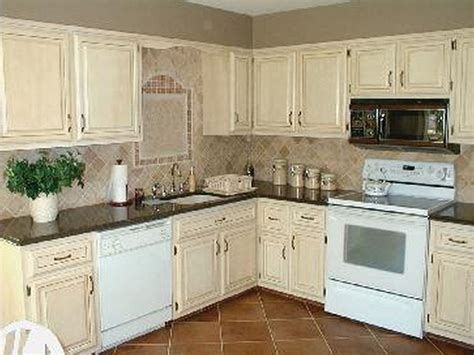 chalk paint on laminate kitchen cabinets painted oak kitchen cabinets before and after how to use