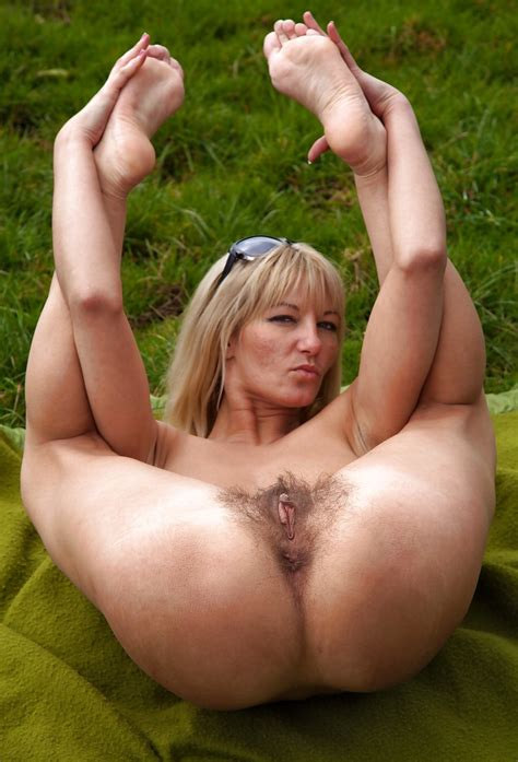 Hot Milfs And Mature Women Pussies Asses And Feet 79 Pics