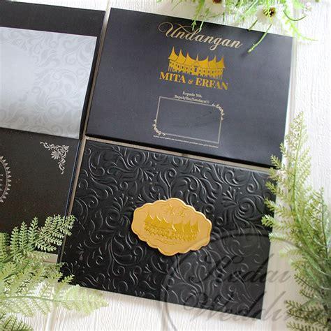 undangan hardcover unik khas adat padang