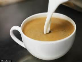 cafe con leche how to make a perfect cup of coffee using science daily mail online
