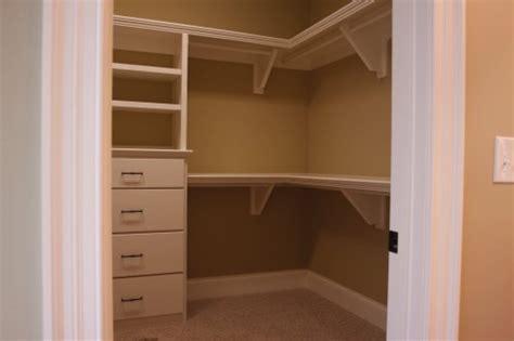 creating an efficient walk in closet prlog
