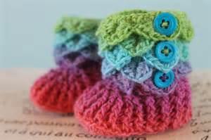 Free Crocodile Stitch Crochet Baby Booties