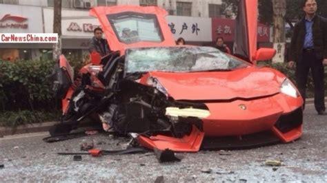 crashed white lamborghini another lamborghini aventador lp700 4 crash lands at the