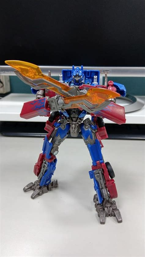 transformers studio series voyager class optimus prime
