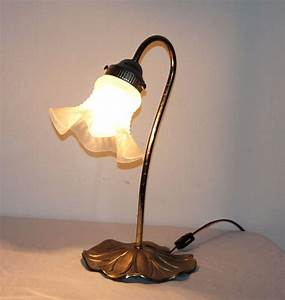 Vtg metal flower table lamp glass shade works lily pad for Archimoon k table lamp