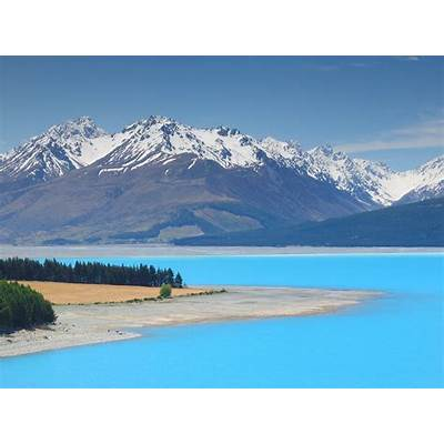 Turquoise colored water of Lake PukakiAlmost surreal