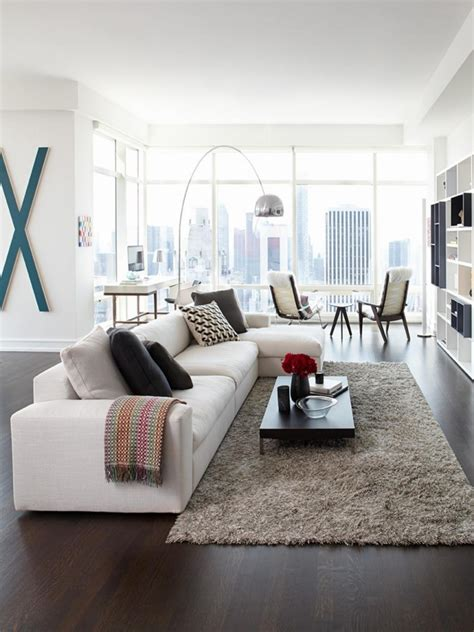 tapis shaggy gris beige ou blanc en 120 id 233 es pour le salon