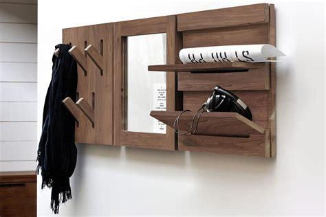mensole in noce utilitle m specchio da parete ethnicraft con cornice in
