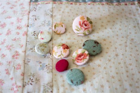 recouvrir un canapé avec du tissu recouvrir un bouton avec du tissu parfum de couture