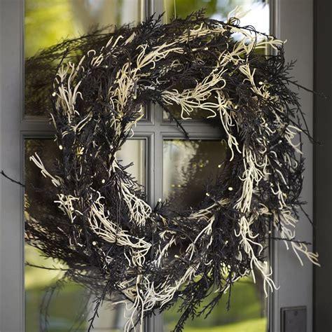 lit spanish moss wreath  green head
