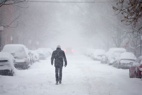weather snow storm  pelt northeast  monday time