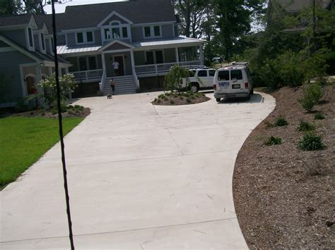 stamped border concrete pool deck