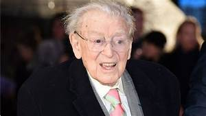 Dad's Army creator Jimmy Perry dies - BBC News