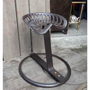 Tabouret Siege Tracteur : tabouret industriel avec assise de tracteur en acier ~ Teatrodelosmanantiales.com Idées de Décoration