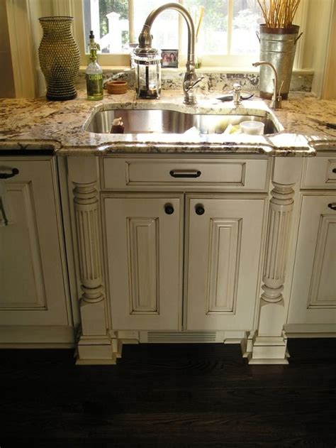 antique white glazed kitchen cabinets 25 best ideas about white glazed cabinets on