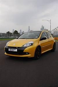 Prix Renault Clio : 2011 renault clio r s 200 australian grand prix limited edition photos 1 of 11 ~ Gottalentnigeria.com Avis de Voitures