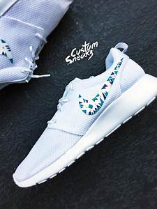 Custom Nike Roshe Run sneakers for women, triangles ...