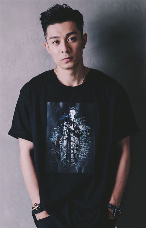 周柏豪(pakho chau pak ho,1984年11月12日-),香港歌手、作曲人及演員。曾任游泳教練、鋼琴老師及陳光榮錄音室工程師等。十八歲時開始成為starz track旗下兼職模特兒,曾經為多個品牌擔任模特。 周柏豪休闲帅气写真图片-点击之家