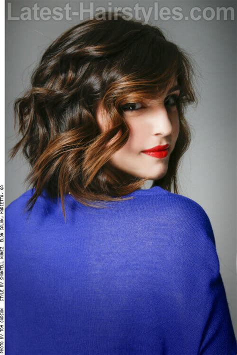 effortlessly chic medium length wavy hairstyles