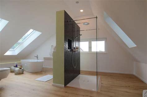 Moderne Und Innovative Dusche by Praktische Badezimmer Mit Dachschr 228 Ge Die Aktuellsten