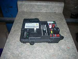2009 Pontiac G6 Under Dash Fuse Box With Bcm 25900930