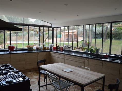 cuisine de charme ancienne une verrière à l 39 ancienne pour une cuisine dans un jardin